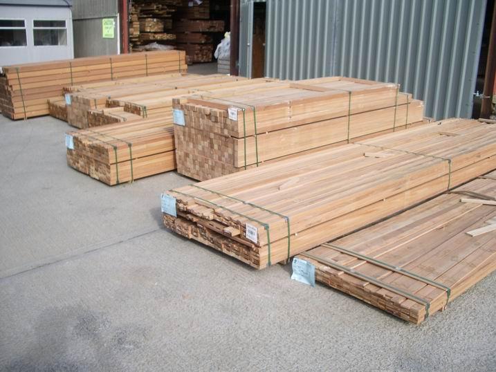 Yellow balau balustrade reeded southgate timber for Timber decking seconds